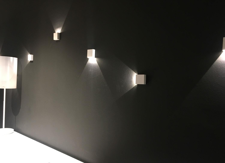 Pose Installation Eclairage Extérieur Architectural Rennes Sur Mur ...